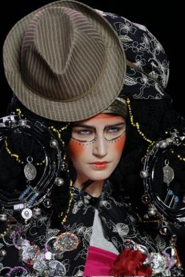 MoMu-Fashion-Museum-Antwerp-Stephen-Jones-yatzer_9