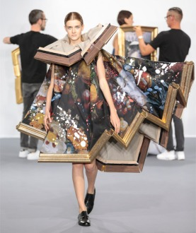 Viktor-Rolf-AW15_Wearable-Art-collection_dezeen_468_24